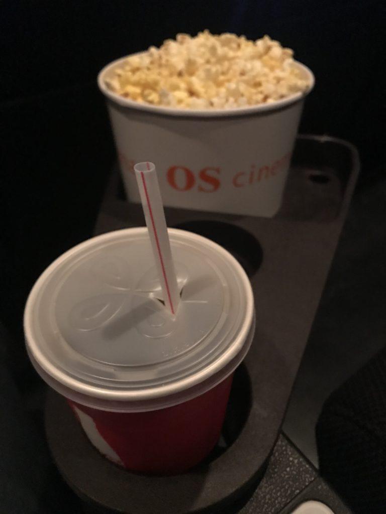 映画館のポップコーンとコーラ