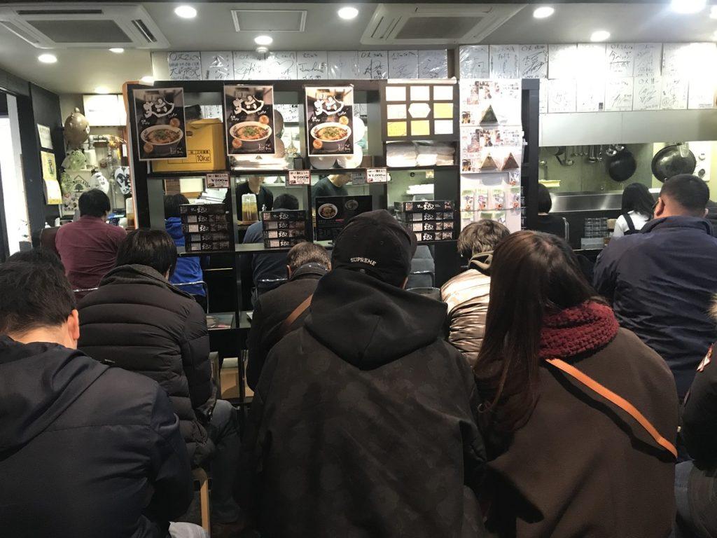 麺屋 丈六の店内行列の様子